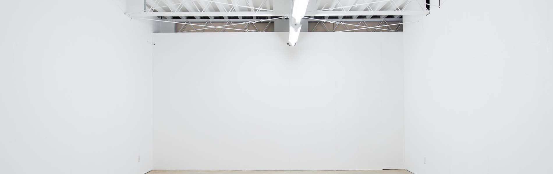 gallery0369の内観、白い壁